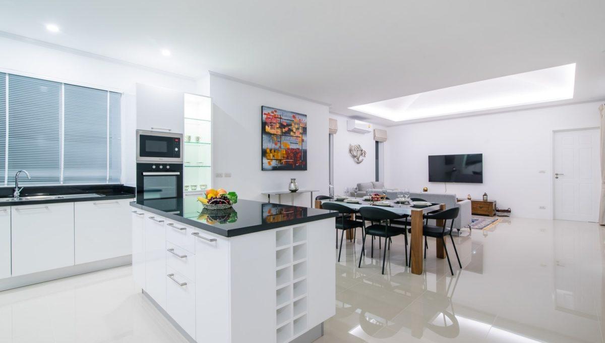 FH P305-Living room