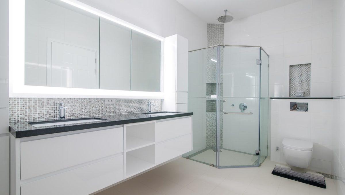 FH P305 Master bathroom-1