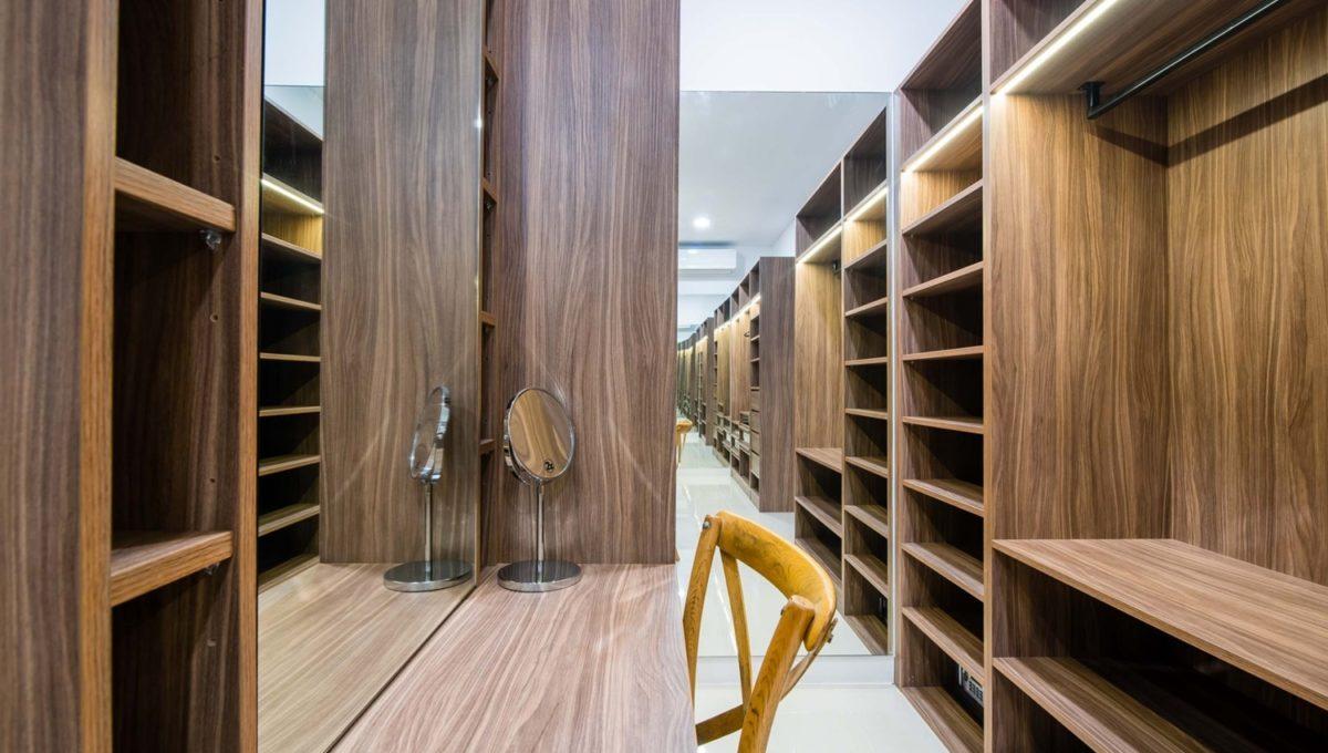 FH P305 Walk in closet in Master bedroom-1