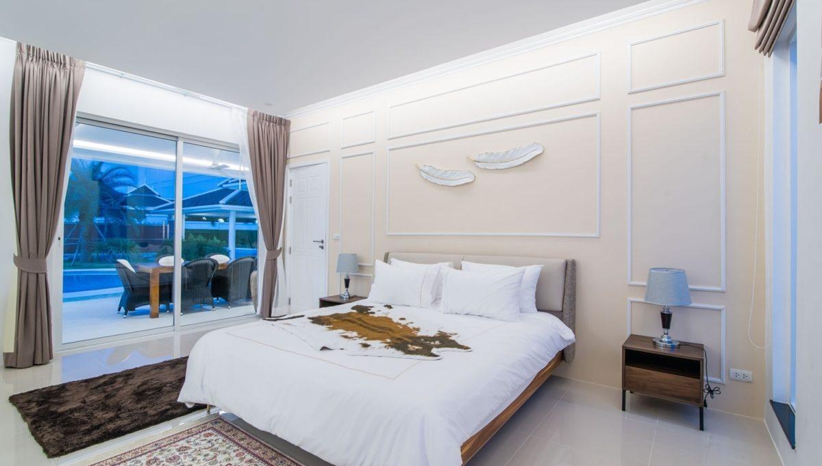 FH P305 master bedroom