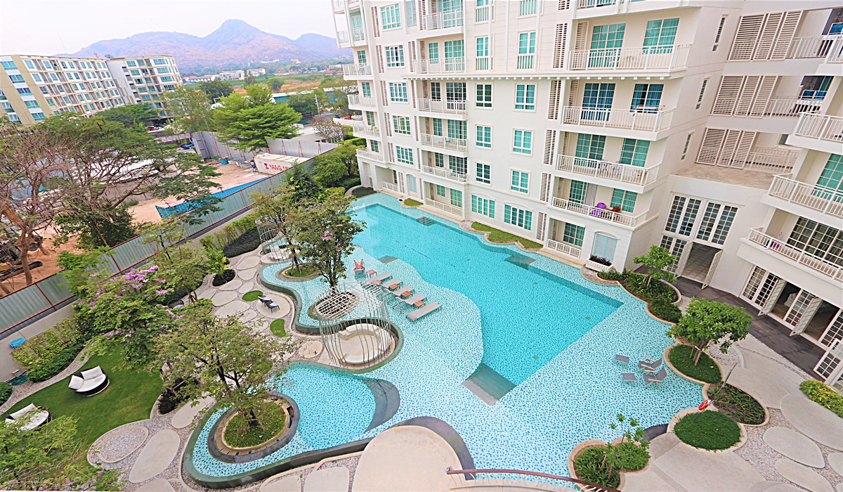 Swimming pool view Condo