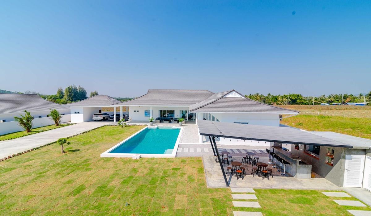 Mountain view villa for sale